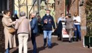 """Politie stuurt koffiedrinkende gepensioneerden op wandel: """"Dat lukt niet met een rollator hoor"""""""