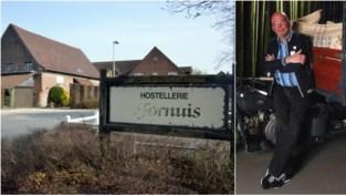 """Johan (57) moet zijn bekende hostellerie sluiten vlak voor tiende verjaardag: """"Ik verlies zowel mijn job als mijn thuis""""<BR />"""