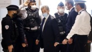 """""""Sarkozy mag niet zeuren. Hij kreeg geen werkstraf in een wzc waar geen hulpje zich wil laten vaccineren"""""""