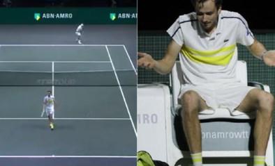 Waar zat Daniil Medvedev met zijn gedachten? Russische tennisser gaat met rug naar tegenstander staan tijdens punt