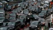 """Uber-chauffeurs betogen: """"Wil Vervoort dat we faxmachines installeren in de wagen?"""""""