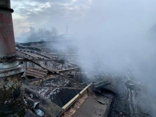Asbestplaten blijven liggen in afgebrande fabrieksloods omdat verzekeraar naar rechtbank trekt