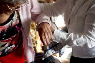 """Thuisverpleegster besteelt bejaarde vrouw die na valpartij hulp inriep: """"Het laagste wat je als mens kan doen"""""""