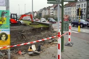 Voetgangers en fietsers krijgen meer plaats aan Dampoort: muurtje aan drukke oversteek gesloopt