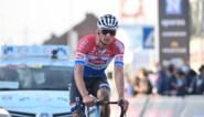 """Mathieu van der Poel moet de Strade Bianche noodgedwongen op nieuwe fiets rijden na stuurbreuk: """"Op zoek naar oorzaak"""""""