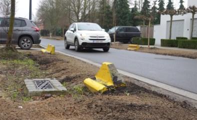 Omleiding jaagt hoop verkeer door smalle straat in Oostakker: Watteeuw vraagt geduld