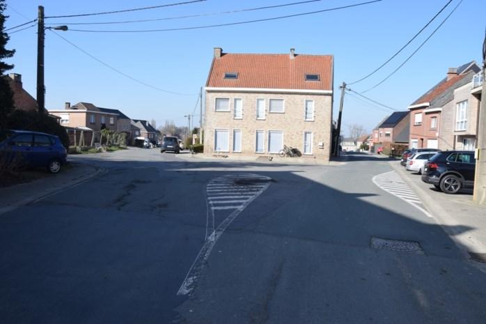 Nieuw proefproject: minirotonde op kruispunt Mottedries - Hallebaan - Vijverstraat