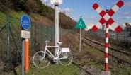 """Verongelukte Seppe (29) herdacht met 'ghostbike': """"Dit is nog steeds geen veilige plek voor fietsers"""""""