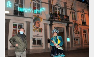 Reus Polydoor én schoolkinderen maken van gemeentehuis carnavalstempel