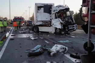 Moeilijke ochtendspits op R4 na ongeval met twee vrachtwagens