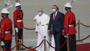 Paus in Irak geland voor historisch bezoek
