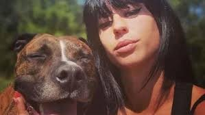 Zijn zwangere vriendin werd in het bos doodgebeten, maar nu is hij zelf in verdenking gesteld: kreeg zijn hond illegale africhting?