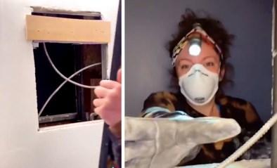Vrouw ontdekt volledig appartement achter haar badkamerspiegel