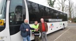 Befaamde rode schoolbus maakt na 17 jaar plaats voor een wit exemplaar