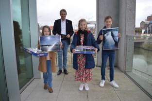 Stéphane (10) en Juliette (10) winnen schaatsfotowedstrijd