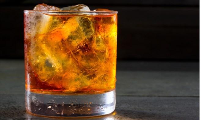 Vier maanden cel voor 21-jarige die whiskyglas stukslaat in gezicht