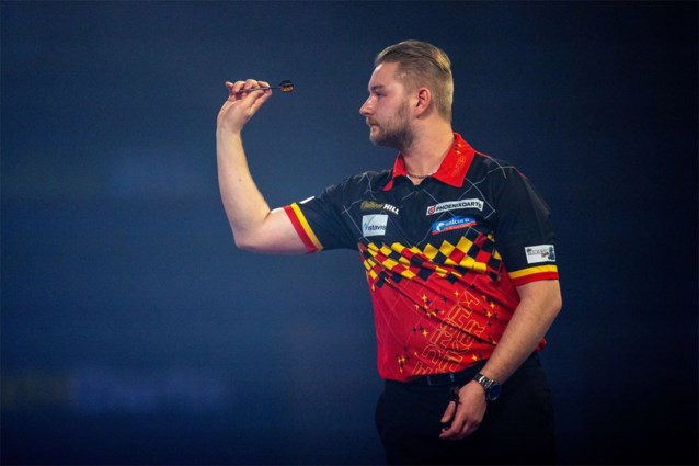 Kim Huybrechts en Dimitri Van den Bergh gaan onderuit in vierde ronde UK Open darts