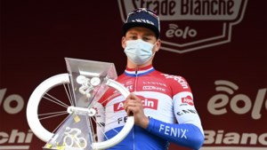 """Indrukwekkende Mathieu van der Poel: """"Strade Bianche stond al lang op mijn lijstje, dus ik ben heel gelukkig"""""""