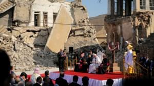 Paus in Mosoel, dat in puin achtergelaten werd door jihadisten