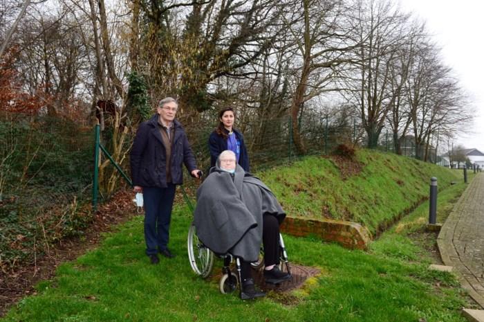 Toon wilde een wandelpad voor zijn rusthuisbewoners aanleggen. Tot hij zelfs een vergunning nodig had voor kiezeltjes