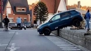 Wagen schuift van parking