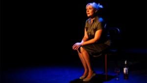 Recensie. Livestream 'OnbeDOELd' bij Theater M: Van de set van 'Thuis' naar het podium ***
