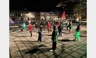 Vijftigtal vrouwen én mannen voeren protestactie tegen seksisme