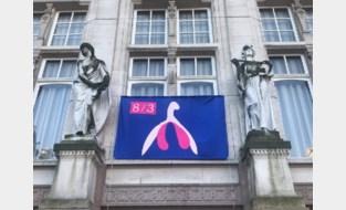"""Gemeente hangt vlag met clitoris aan gemeentehuis als """"politiek symbool van emancipatie"""""""