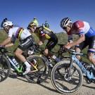 Mathieu van der Poel op zijn geliefde Canyon Aeroad, de fiets waar hij eigenlijk niet mocht op rijden zaterdag.