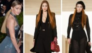 Gigi Hadid maakt comeback op catwalk met rood haar