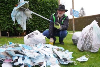 """Marc (68) raapt elke week afval: """"Ongelooflijk hoeveel mensen mondmaskers op straat gooien"""""""