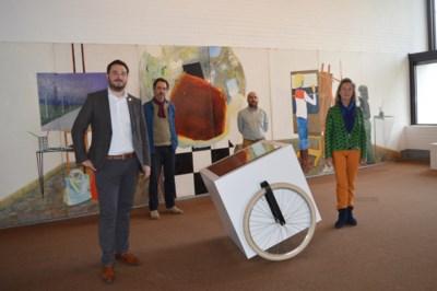 Raveel en zijn schilderklas: nieuwe expo strijkt neer in mudel