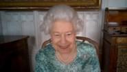 Queen maakt ontspannen indruk bij eerste publieke verschijning