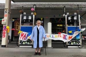 88-jarige pompbediende neemt met spijt in het hart afscheid van haar tankstation