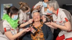 """Ook in woon-zorgcentrum droegen de bewoners gisteren hun chiqueste kleren: """"Het mag elke dag Fancy Friday zijn"""""""