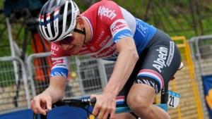 """Nederlandse media zijn 'high' van de exploten van Mathieu van der Poel: """"Hij koerst zoals vele mensen zouden willen leven"""""""