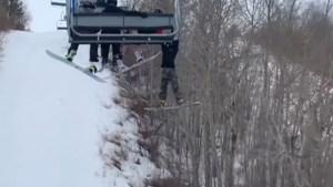 """Jongen (12) bengelt minutenlang aan skilift nadat hij wegglijdt: """"Dit kon veel erger afgelopen zijn"""""""