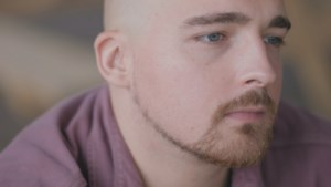 Dreez getuigt over partnergeweld ouders in 'Als je eens wist'