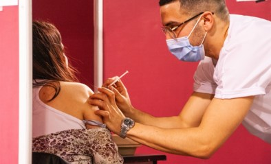 """Nieuwe vaccinatiecentra in Brussels Gewest openen met beperkt aantal dosissen: """"We willen geen afspraken verzetten"""""""