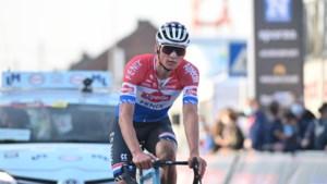 1000 euro en een nieuw stuur voor wie de kapotte fiets van Mathieu van der Poel heeft
