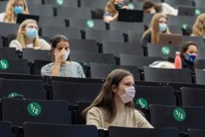 """Studenten keren langzaam terug naar het auditorium: """"Eindelijk kunnen we elkaar weer zien"""""""