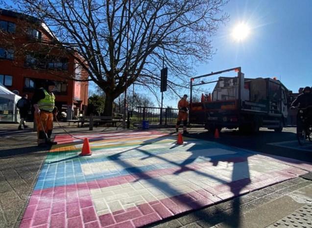 Stad geeft statement met regenboogpad