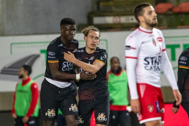 VAR tackelt KV Oostende niet in strijd om Play-off 1: Gueye scoort in slotseconden winning goal na blunder Koffi