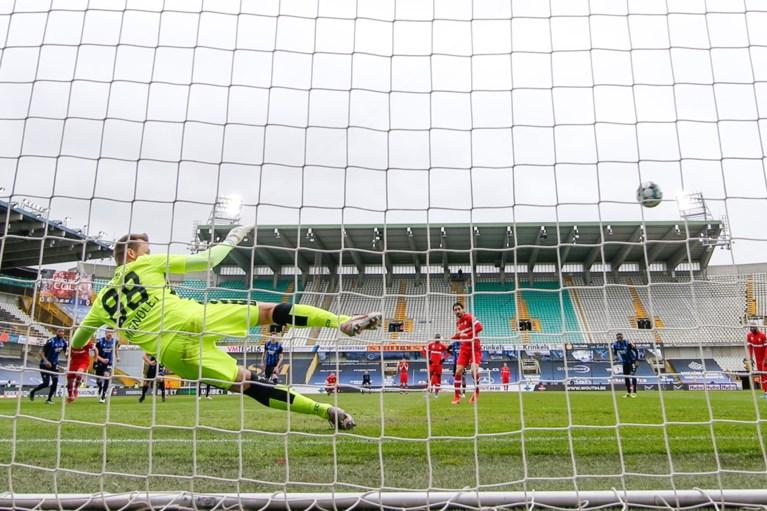 Antwerp smeert onmachtig Club Brugge eerste competitienederlaag in drie maanden aan