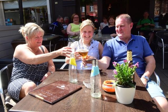 """Nederland wil terrassen openen in april. Gaat het daar zoveel beter dan hier? """"Integendeel"""""""