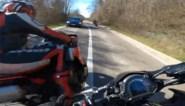 """Motard rijdt met volle snelheid over volle witte lijn tijdens gevaarlijk inhaalmanoeuvre: """"Net op tijd kunnen ontwijken"""""""