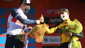 """Zevenvoudig Sanremo-winnaar Eddy Merckx over het eerste monument van Jasper Stuyven: """"Ik had het niet beter kunnen doen"""""""