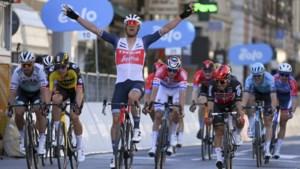 """Zo beleefde Jasper Stuyven zijn glorietocht tussen Milaan en Sanremo: """"Na 80 kilometer kende ik een dipje, van de saaiheid"""""""
