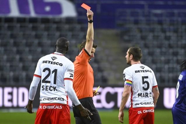 """Olivier Deschacht hekelt rode kaart: """"Ik vind het niet terecht, soms komen er benen onder schoenen terecht"""""""