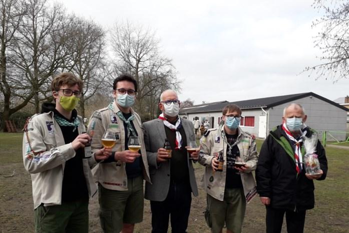 Oud-scouts Gooreind verkopen biertjes voor bouw nieuw lokaal